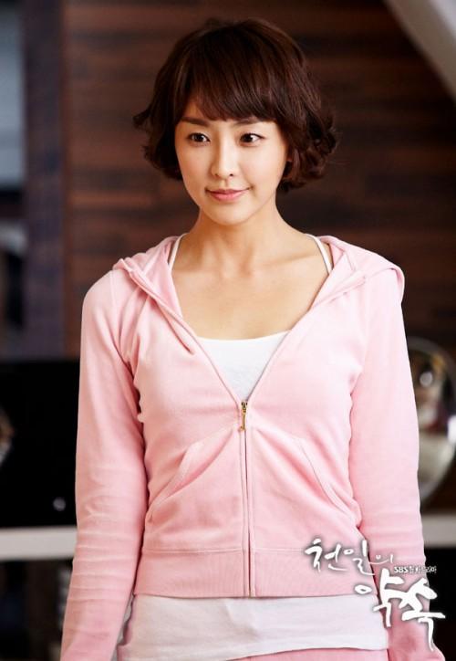 Những kiểu tóc ngắn mái lệch uốn xoăn đẹp Hàn Quốc hot nhất 2017 phần 10