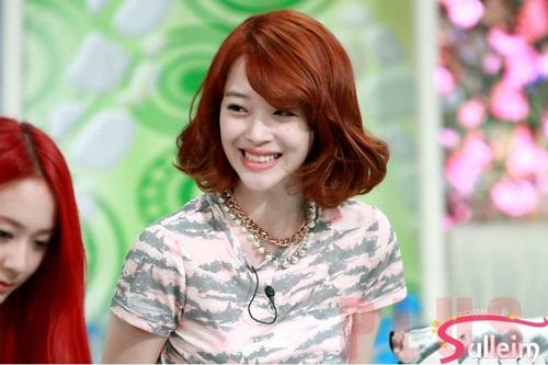 Tóc ngắn xoăn nhẹ đẹp bồng bềnh 2016 của ca sĩ Sulli Hàn Quốc phần 3