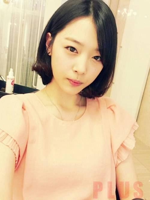 Tóc ngắn xoăn nhẹ đẹp bồng bềnh 2016 của ca sĩ Sulli Hàn Quốc phần 5