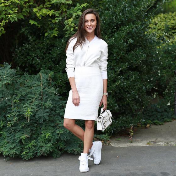 Set váy đầm đẹp mix với giày thể thao cá tính cho cô nàng công sở hè 2017 phần 5