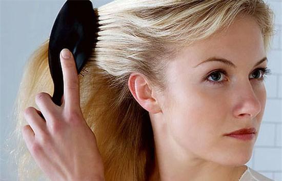 10 Thói quen nguy hiểm khiến mái tóc dài suông mượt trở nên xơ xác gãy rụng phần 3