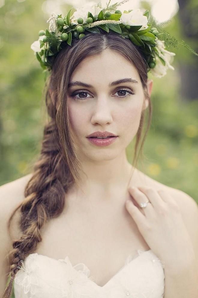 6 kiểu tóc buông dài đẹp duyên dáng nữ tính cho cô dâu ngày cưới phần 1