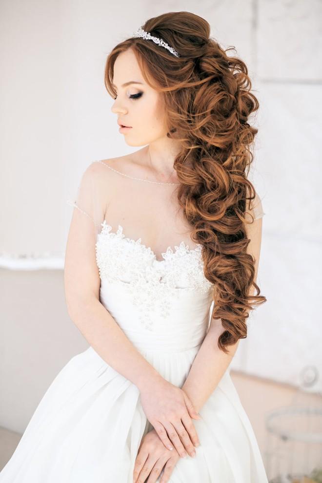 6 kiểu tóc buông dài đẹp duyên dáng nữ tính cho cô dâu ngày cưới phần 11