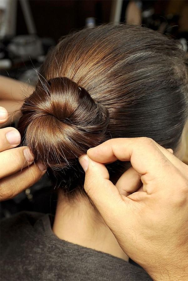 9 kiểu tóc búi cực xinh cho nàng tha hồ biến tấu sành điệu mỗi ngày đến chốn sở làm phần 4