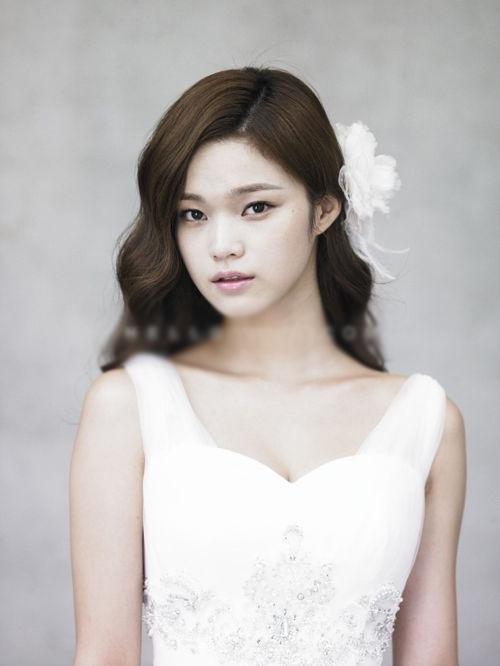 9 kiểu tóc Hàn Quốc đẹp đơn giản quyến rũ dành cho cô dâu hè 2015 phần 1