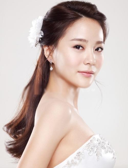 9 kiểu tóc Hàn Quốc đẹp đơn giản quyến rũ dành cho cô dâu hè 2015 phần 3