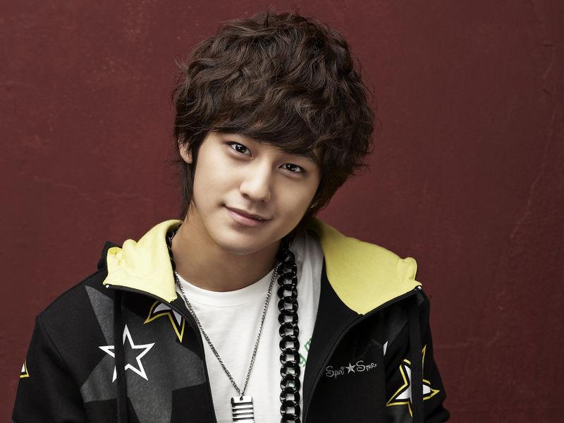 Kiểu tóc nam xoăn tuyệt đẹp cho chàng trẻ trung như sao kpop Hàn Quốc phần 10