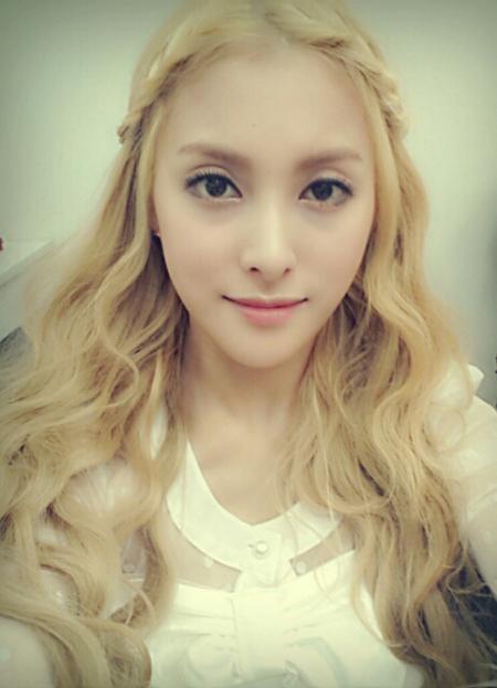 Màu tóc nhuộm vàng bạch kim đẹp của sao Hàn Quốc năm 2017 phần 5