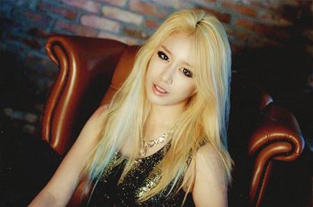Màu tóc nhuộm vàng bạch kim đẹp của sao Hàn Quốc năm 2017 phần 6