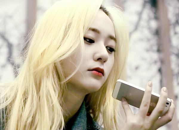 Màu tóc nhuộm vàng bạch kim đẹp của sao Hàn Quốc năm 2017 phần 7