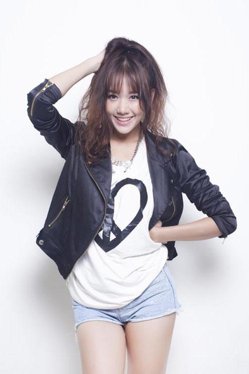 BST 14 kiểu tóc uốn xoăn retro đẹp Hari Won ưa chuộng hè 2017 phần 8