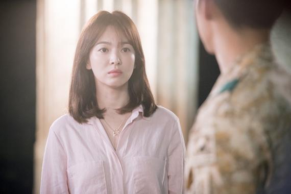 Những kiểu tóc đẹp của Song Hye Kyo trong Hậu duệ mặt trời 2016 phần 1