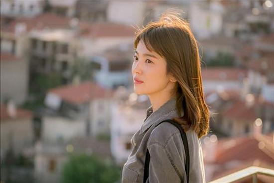 Những kiểu tóc đẹp của Song Hye Kyo trong Hậu duệ mặt trời 2016 phần 12