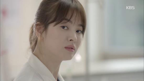 Những kiểu tóc đẹp của Song Hye Kyo trong Hậu duệ mặt trời 2016 phần 3