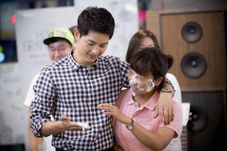 Kiểu tóc nam cắt ngắn đẹp của Song Joong Ki trong phim Hậu duệ mặt trời phần 10
