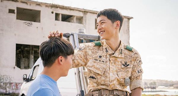Kiểu tóc nam cắt ngắn đẹp của Song Joong Ki trong phim Hậu duệ mặt trời phần 3