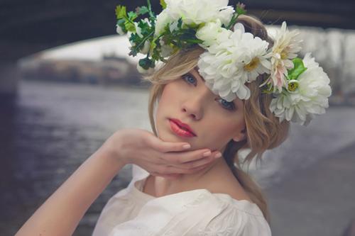 Tóc cô dâu cài hoa đẹp hot nhất trong mùa cưới năm nay 2016 phần 8