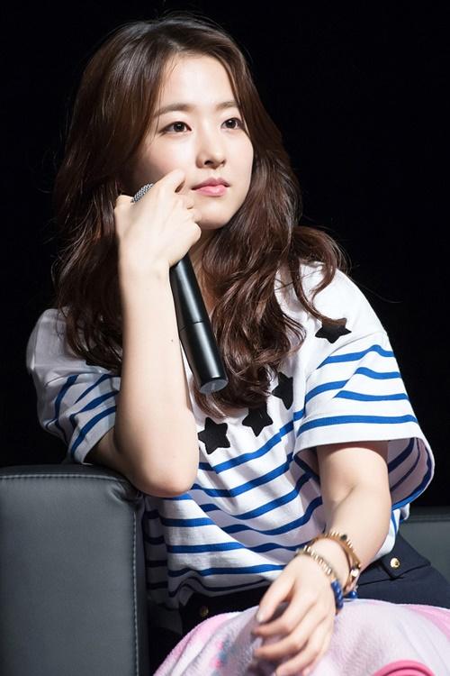 Muôn kiểu tóc rẽ ngôi giữa đẹp đang được mỹ nhân Hàn lăng xê 2017 phần 4