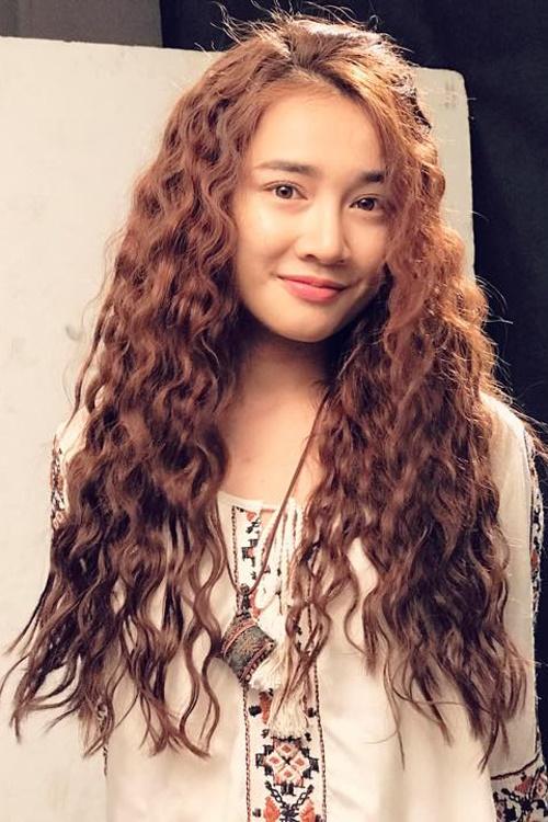 Ngắm mốt tóc xoăn bà thím đẹp khiến sao Việt mê mẩn 2017 phần 1