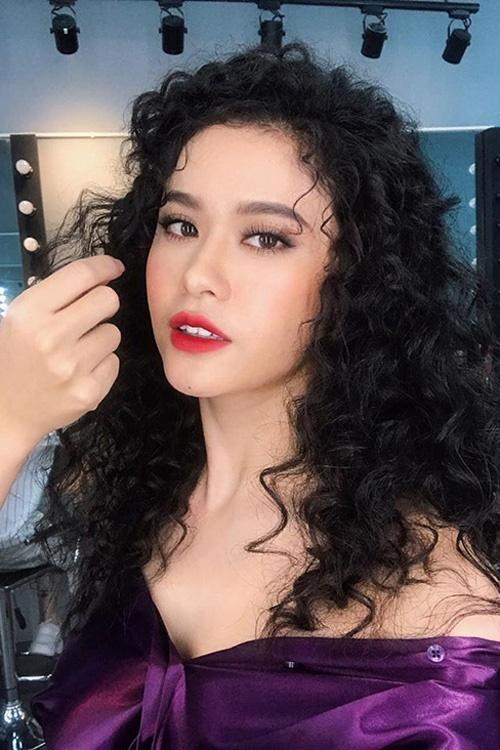 Ngắm mốt tóc xoăn bà thím đẹp khiến sao Việt mê mẩn 2017 phần 4