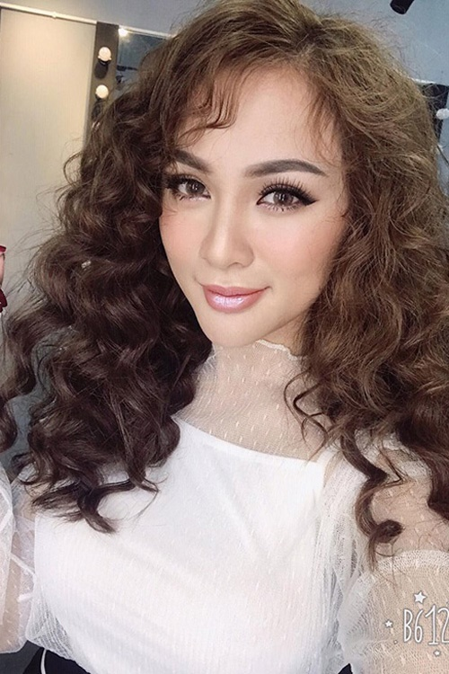 Ngắm mốt tóc xoăn bà thím đẹp khiến sao Việt mê mẩn 2017 phần 9