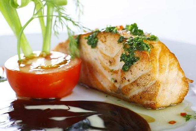 Cá hồi có chứa rất nhiều omega 3 và các loại khoáng chất có lợi cho sức khỏe