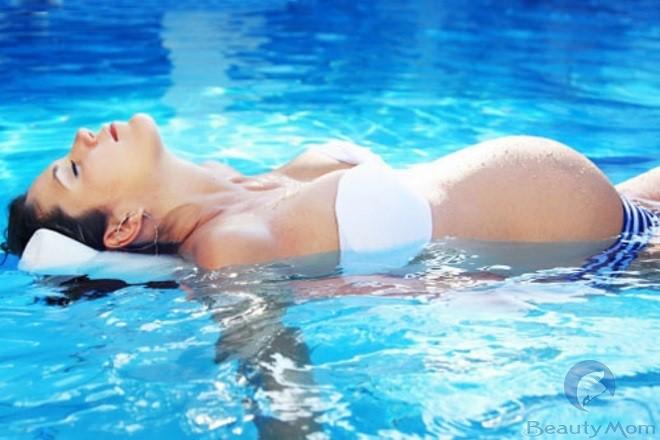 Bơi lội sẽ giúp mẹ bầu có tinh thần cảm thấy thư thái và dễ chịu hơn
