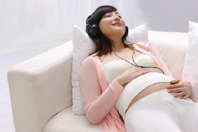 Bà bầu nên nghe nhạc trước khi sinh