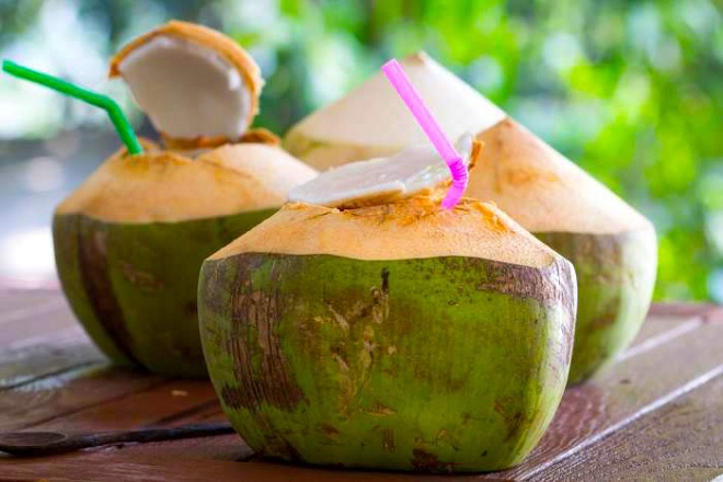 Nước dừa là một loại thức uống giàu dinh dưỡng và rất cần thiết cho phụ nữ mang thai