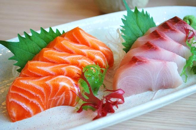 phụ nữ mang thai chỉ nên bổ sung khoảng 300g cá hồi/tuần
