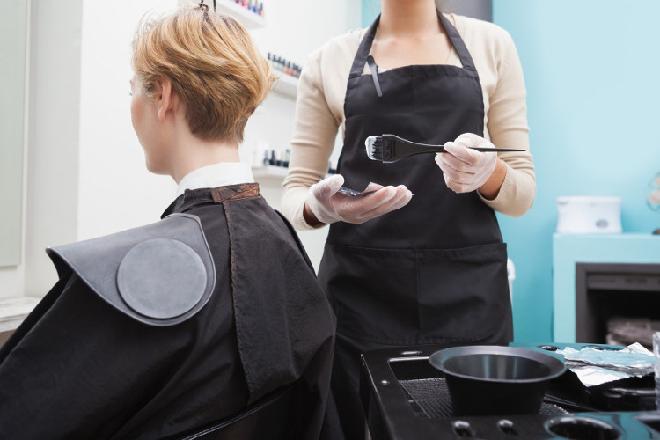 nhuộm tóc ở salon