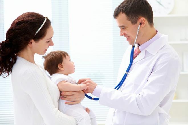 khám sức khỏe cho bé sơ sinh