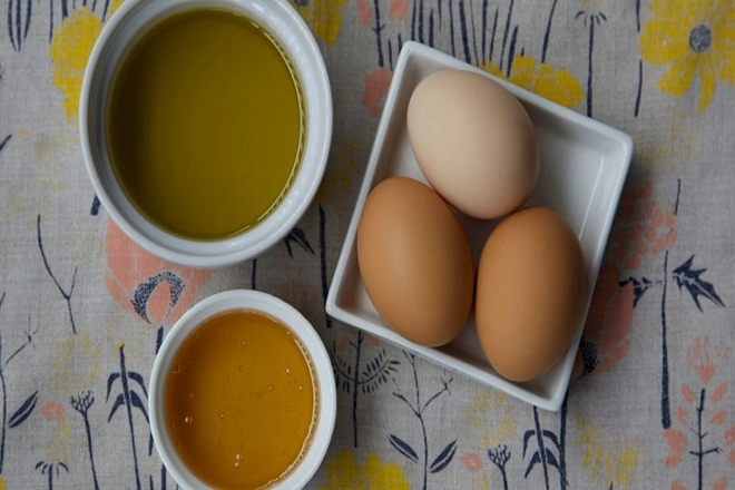 mật ong trứng gà và dầu olive