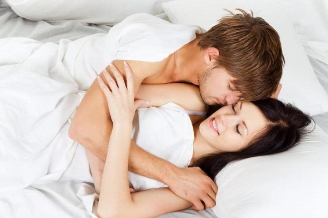 quan hệ vợ chồng sau sinh 2 tháng
