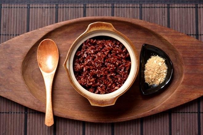 sau sinh nên ăn gạo lứt