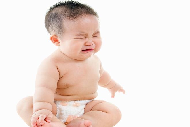 trẻ sơ sinh không đi vệ sinh được