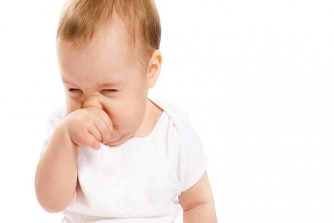 trẻ sơ sinh nghẹt mũi