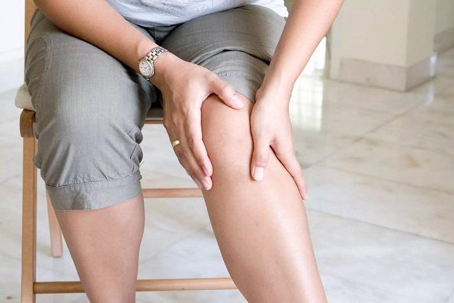 trị viêm khớp cho mẹ sau sinh mổ