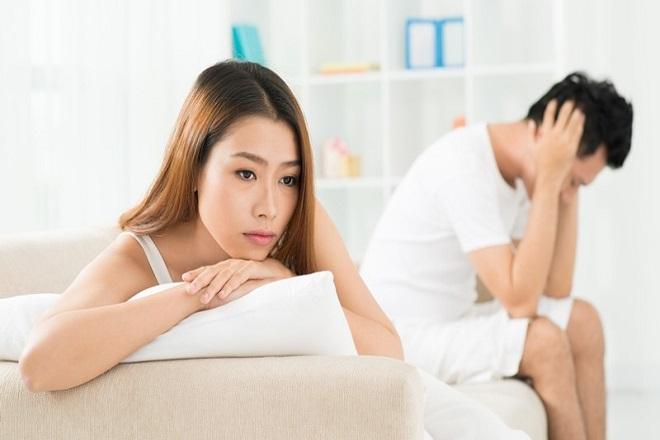vợ chồng lo lắng quan hệ sau sinh thường