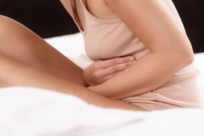 mẹ bầu bị đau bụng khi mang thai những tháng đầu