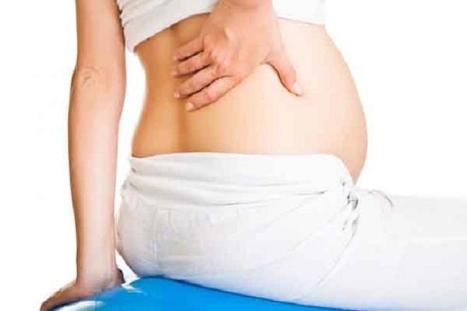 đau đẻ đau lưng khiến mẹ bầu khó chịu
