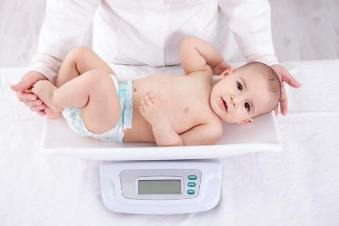 giảm trọng lượng trong tuần đầu sau sinh