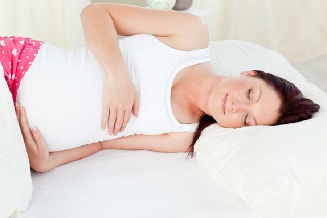 Ngủ một giấc ngắn ở nhà để phục hồi sức trước khi chuyển dạ