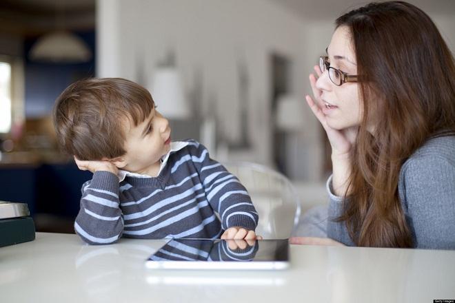 mẹ nói chuyện với con trai