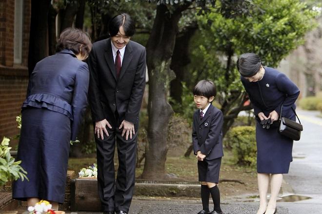 người Nhật dạy con cúi đầu lễ phép