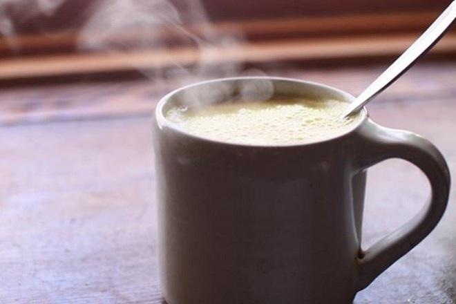 sữa nóng tốt cho mẹ sau sinh
