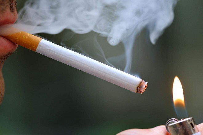 người lớn hút thuốc lá có thể gây ra bệnh xơ phổi ở trẻ sơ sinh