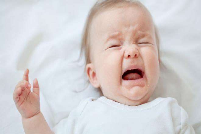trẻ buồn ngủ nên quấy khóc