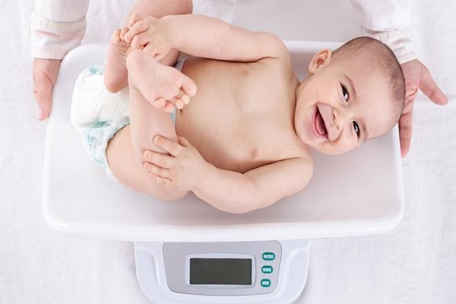 theo dõi cân nặng trẻ sơ sinh