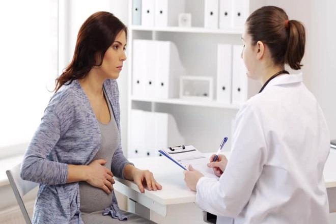 hỏi ý kiến bác sỹ trước khi cấy que tránh thai